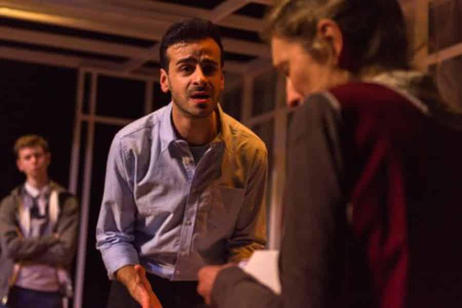 Novae Theatre Don't Look Awat review Pleasance Theatre