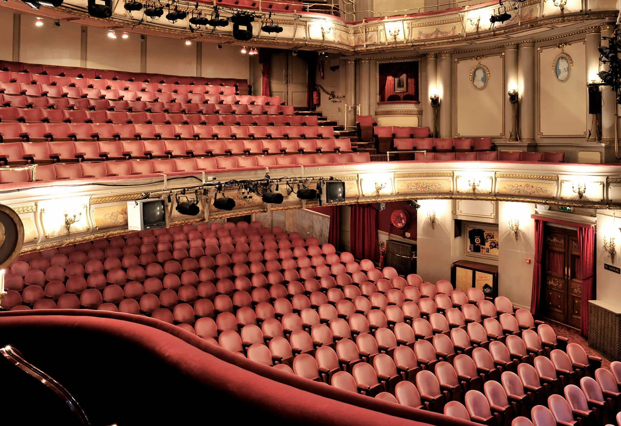 noel-coward-theatre-london-interior